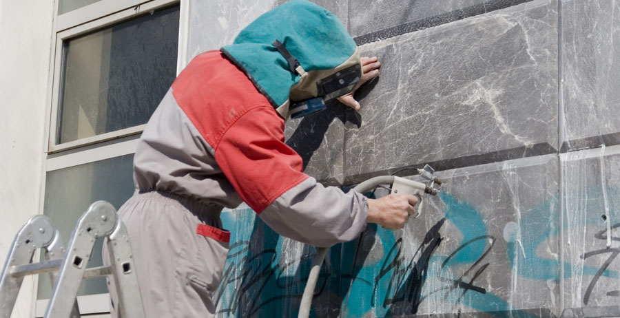 чистка зданий от граффити