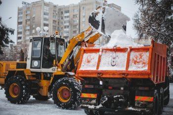 Прибирання снігу в Хмельницькому