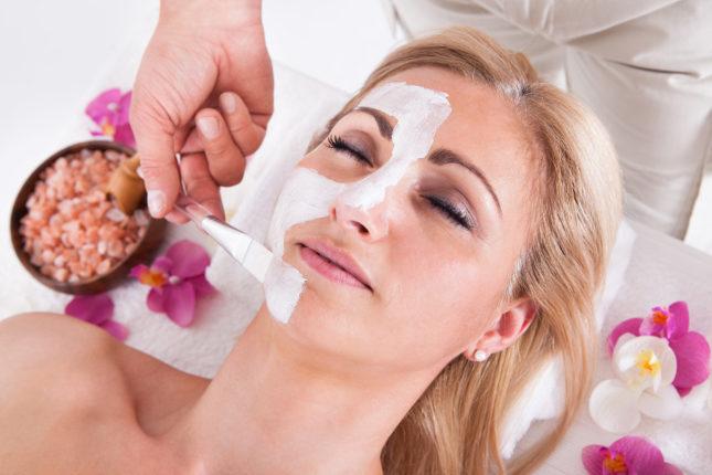 Догляд за обличчям в салоні